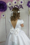 Біла атласна сукня
