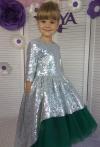 Платье с паетками и зелёным фатином