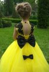 Мрія кожної дівчинки - пишна випускна сукня зі шлейфом