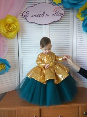 Сукня з паєтками в наявності