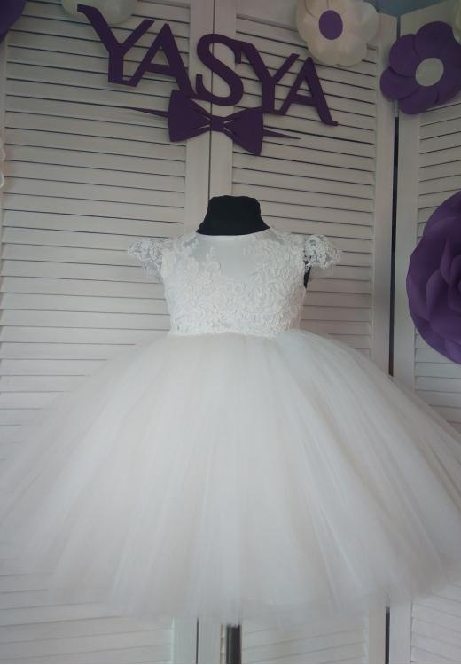 Молочна сукня в наявності