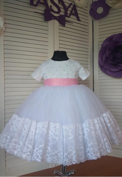 Біла сукня в наявності